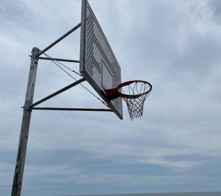 バスケットゴールの修理完了です